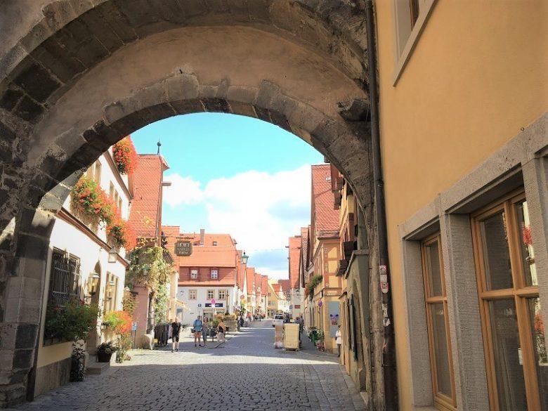 ローテンブルク街歩きを楽しむ
